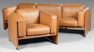 largeur canapé canapé trois places en cuir de couleur camel hauteur 60 cm largeur
