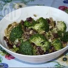 cuisiner le brocoli les 25 meilleures idées de la catégorie salade de brocoli cru sur