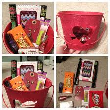 boyfriend christmas gift idea a gift basket full of candy and