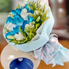 white and blue roses blue roses for sale singapore blue roses bouquet delivery