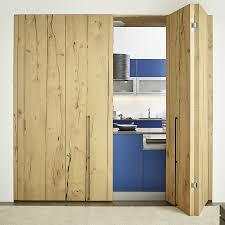 falttür küche küche hinter rustikalen falttüren