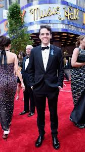 Blue Ribbon Carpet Here U0027s Why Stars Are Wearing Blue Ribbons At The Tony Awards