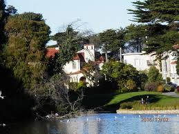 large mansions large mansions of the rich and famous across the lake picture of