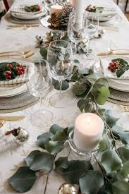 Christmas Table Cloths by 42 Best Christmas Tablescapes Images On Pinterest Christmas