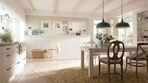 cuisine lambris ordinaire comment peindre sur du bois vernis 9 lambris pvc