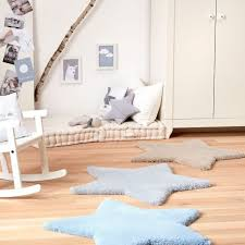 chambres bébé garçon tapis etoile bb bleu par belly button pour chambre bebe garçon