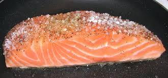 cuisiner pavé de saumon poele saumon à l unilatéral