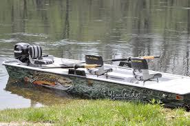 com guide boat