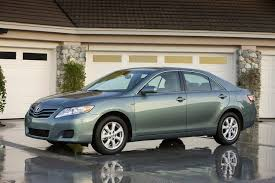 2011 toyota camry le gas mileage 2010 toyota camry overview cars com