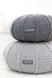 Knit Ottoman Pouf These Could Be Adorable Ottomans Seating Yarn Crafts