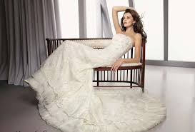 Wedding Dress Designers List Our Favorite Wedding Gown Designers Does The Dress Fit