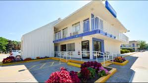 Closest Hotel To Six Flags New England Motel 6 Hartford Windsor Locks Hotel In Windsor Locks Ct 55