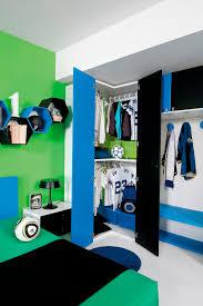 chambre garcons chambre d enfant bleue pour garçon sport calcio 2 faer ambienti