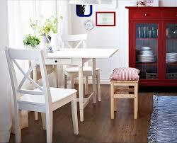 esszimmer landhausstil weiãÿ esstisch mit stühlen weiß mit landhausstil aus kiefernholzmöbel ideen