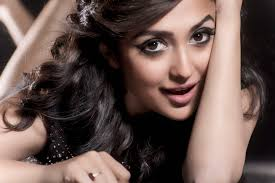 De K He Monali Thakur Roped In To Sing For Kingfisher Strong Backstage