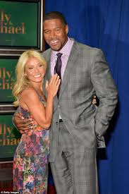 michael strahan new haircut kelly ripa steps out as live co host michael strahan is about to