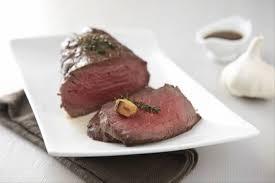 cuisiner un roti de boeuf au four recette de rôti de boeuf frotté à l ail et fleur de thym facile et