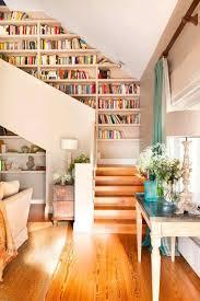 garde corps bois escalier interieur escalier bibliothèque design pour optimiser l u0027espace