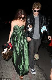 Halloween Costumes Jennifer Love Hewitt Boyfriend Brad