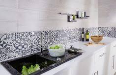 idee de credence cuisine crédence cuisine carreaux de ciment patchwork et artistique