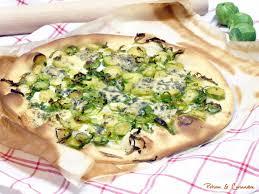 cuisiner les choux de bruxelles pizza aux choux de bruxelles et stilton