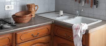 meubles de cuisine en bois rénovation cuisine peindre meubles cuisine en bois vernis