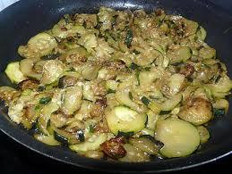 cuisiner courgettes poele recette de gratin de courgettes aux knackis facile et rapide