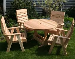 Cedar Patio Table Red Cedar Round Trestle Picnic Table Set