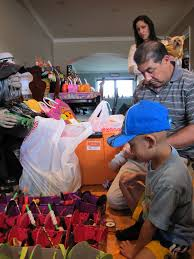 spirit halloween san mateo boy with brain cancer brings halloween to sick kids video huffpost