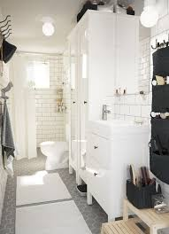 traditional style for the smaller bathroom