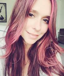 hairstyles for selfies it s jennifer love hewitt s 37th birthday see her best selfies