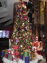 tree in lobby picture of doubletree suites by