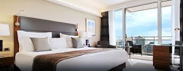 Schlafzimmer Und Bad In Einem Raum Hilton Tel Aviv Luxushotels Im Stadtzentrum Tel Avivs