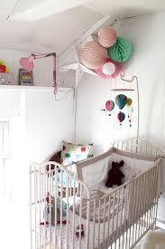 d coration chambre b b vintage 10m2 lumineux pour le bébé de céline couleur pop touche de