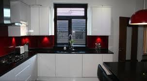 plan de travail cuisine noir cuisine blanche avec plan de travail noir 73 id es relooking moderne