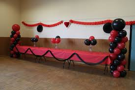 decoration table anniversaire 80 ans deco salle anniversaire pas cher location salle danniversaire le