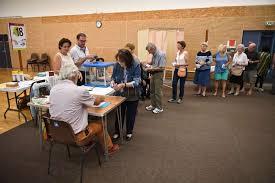 bureau de vote tours législatives en charente maritime le vote du premier tour en