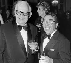 ronnie corbett dead comedian dies aged 85 surrounded by family