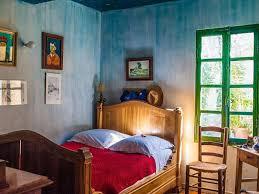 chambre gogh passer la nuit dans une chambre inspirée de gogh c est