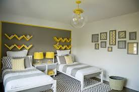 chambre gris et jaune couleur chambre enfant 35 idées à part la peinture murale