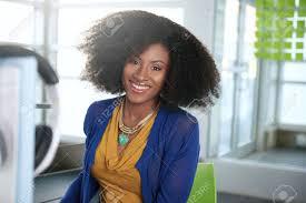 femme de bureau bienvenus femme d affaires décontractée travaillant
