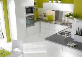 cuisine gris taupe cuisine beige sol gris avec peinture murale taupe idees et 3 moderne