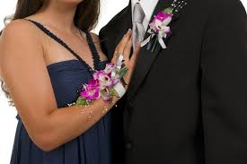 where can i buy a corsage and boutonniere for prom who buys the corsage and boutonniere for prom limo rental