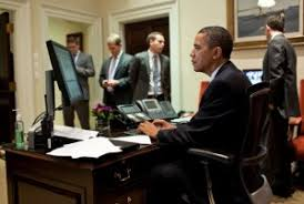 obama at desk the ergonomics of obama s workstation ergonomicshelp com