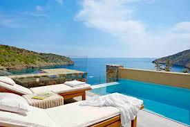 hotel piscine dans la chambre parfait pour se relaxer plouf in the pool thés