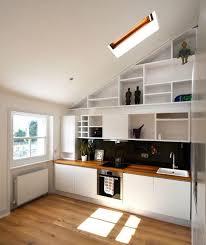 küche in dachschräge die besten 25 küche dachschräge ideen auf