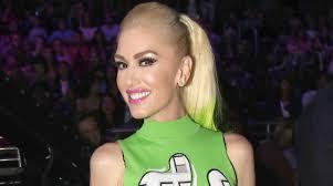 gwen stefani u0027s hair color isn u0027t natural but here u0027s how she avoids