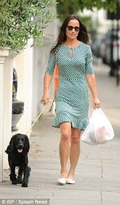 lady glen affric girl about town pippa middleton spotted buying birthday card