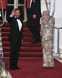 sultan hassanal bolkiah diamond car queen elizabeth and prince charles welcome foreign royals for a