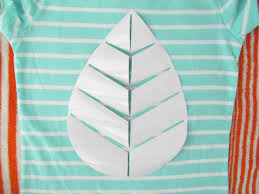 learn how to make custom shirts using diy vinyl cutouts how tos step 4